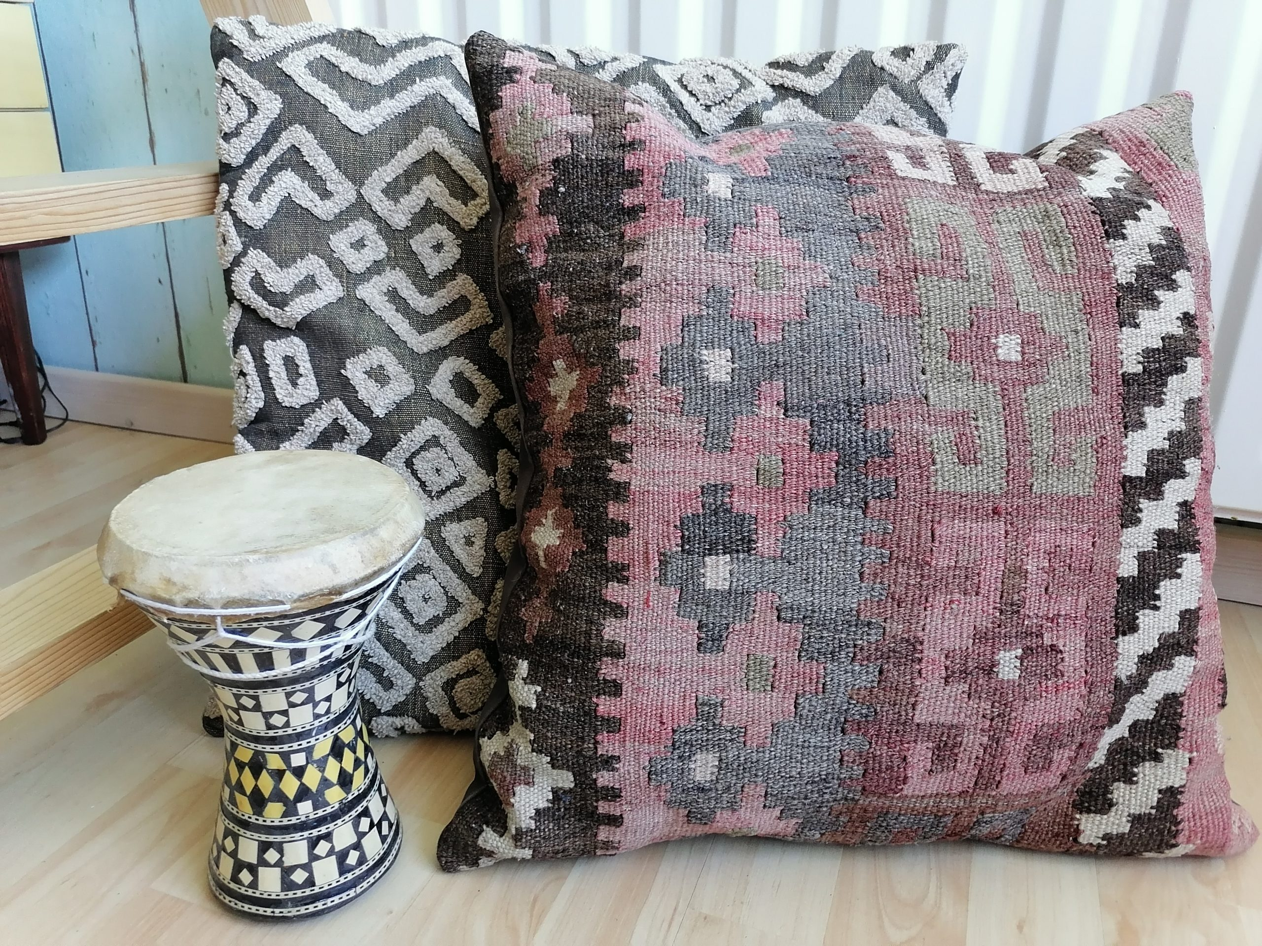 therapy-office-decor-pillows